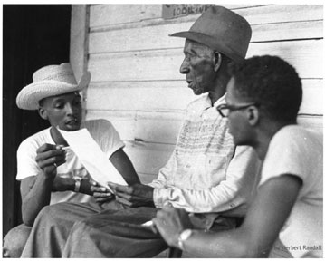 Doug Smith and Sandy Leigh participate in voter registration canvassing, by Herbert Randall, 1964. Provided by the McCain Library and Archives, University of Southern Mississippi Reprinted with permission of Herbert Randall.